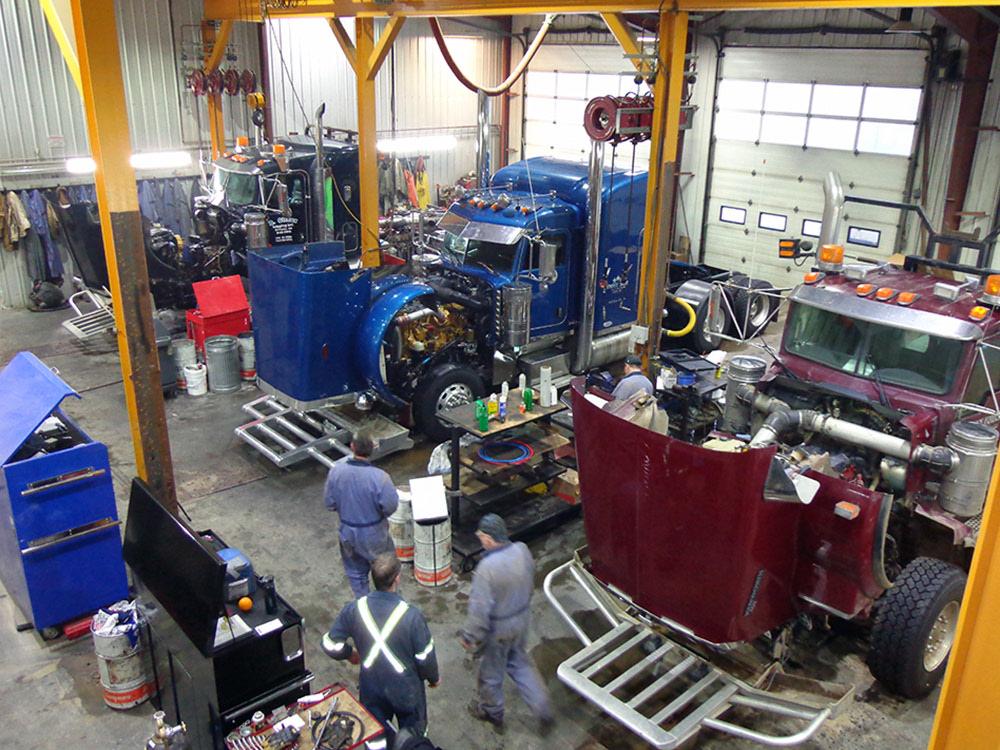 24 Hour Mechanic >> Heavy Duty Truck Repair Alberta | Heavy Equipment Repair